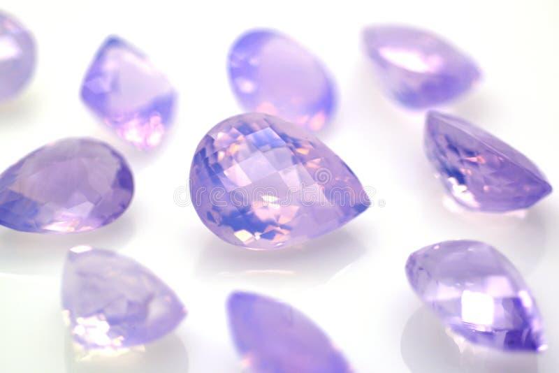 As gemas da ametista da alfazema lustraram Pedras preciosas e joia imagem de stock