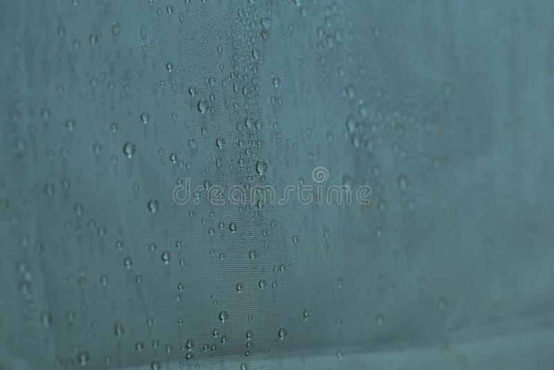 As gotas da ?gua fecham-se acima Fundo branco abstrato dos waterdrops fotografia de stock royalty free