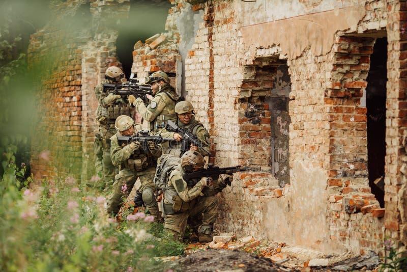 As guardas florestais da força atacaram a construção imagem de stock
