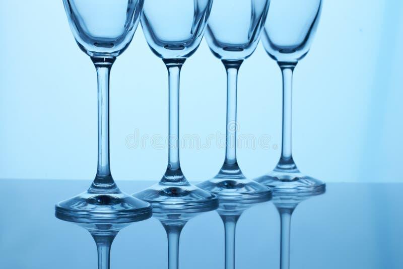 As hastes dos vidros de Champagne fecham-se acima imagem de stock royalty free