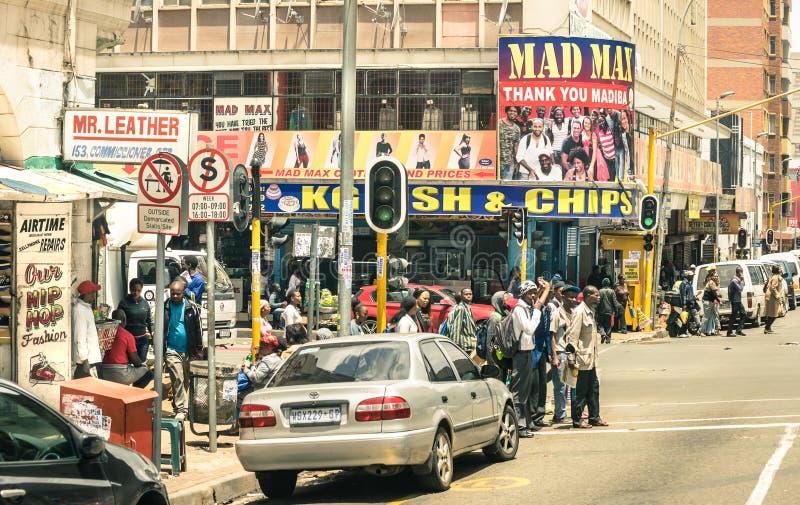 As horas de ponta e o traffi bloqueiam povos em Joanesburgo África do Sul imagem de stock