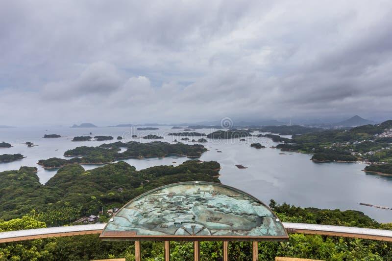 As ilhas de Kujuku negligenciam no dia nebuloso em Sasebo, Kyushu imagens de stock