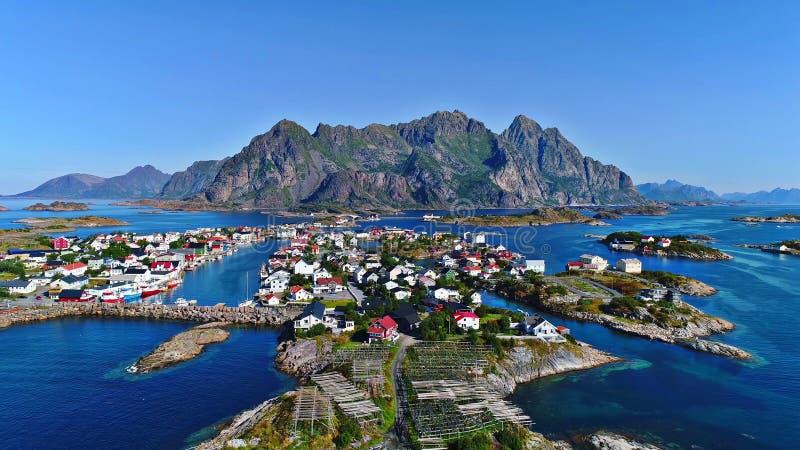 As ilhas de Lofoten são um arquipélago no condado de Nordland, Noruega fotografia de stock
