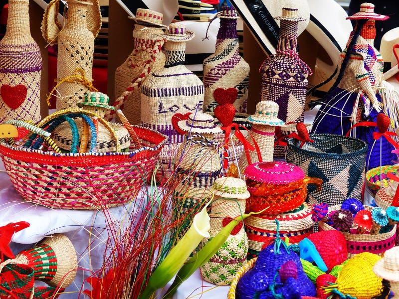 As lembranças de vime fizeram da palha do toquilla, Equador fotografia de stock