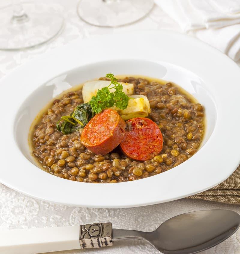 As lentilhas tornam côncava a culinária espanhola fotografia de stock