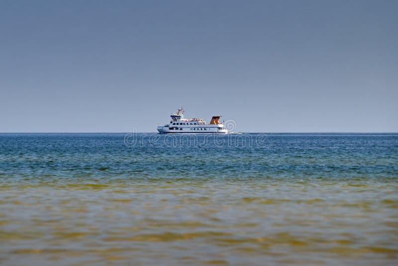 As linhas das costas enviam no mar Báltico fotografia de stock