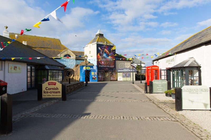 As lojas em terras terminam a atração turística inglesa de Cornualha Inglaterra a maioria de ponto para o oeste do país e da atraç fotografia de stock royalty free