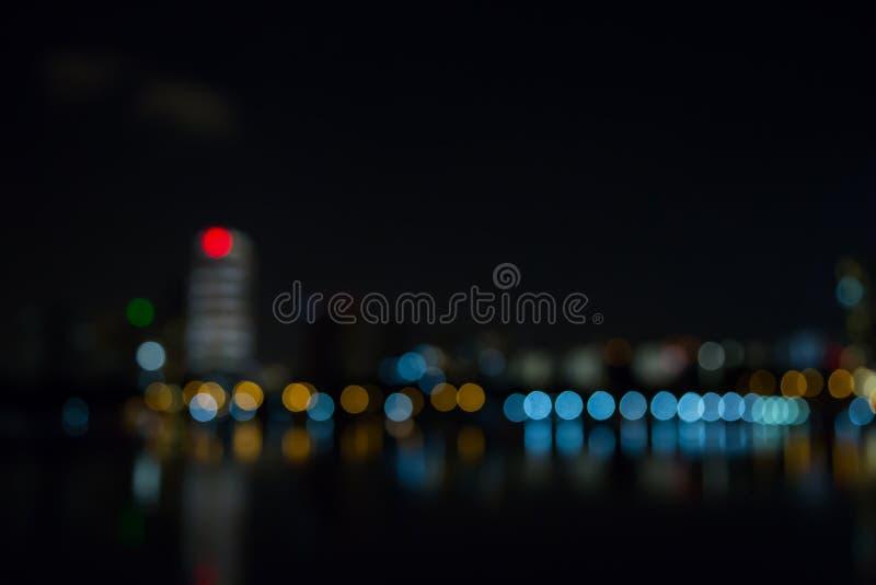 As luzes da noite da cidade de Singapura borraram o bokeh imagem de stock royalty free