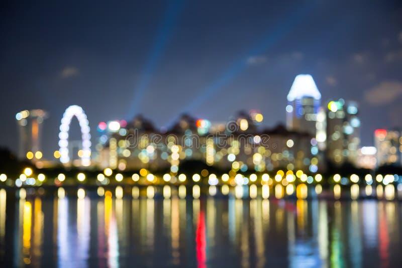 As luzes da noite da cidade de Singapura borraram o bokeh foto de stock