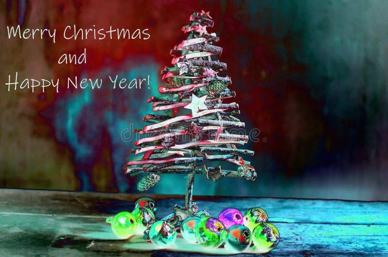 As luzes da noite iluminam a árvore de Natal, uma árvore pequena para os pobres ilustração stock