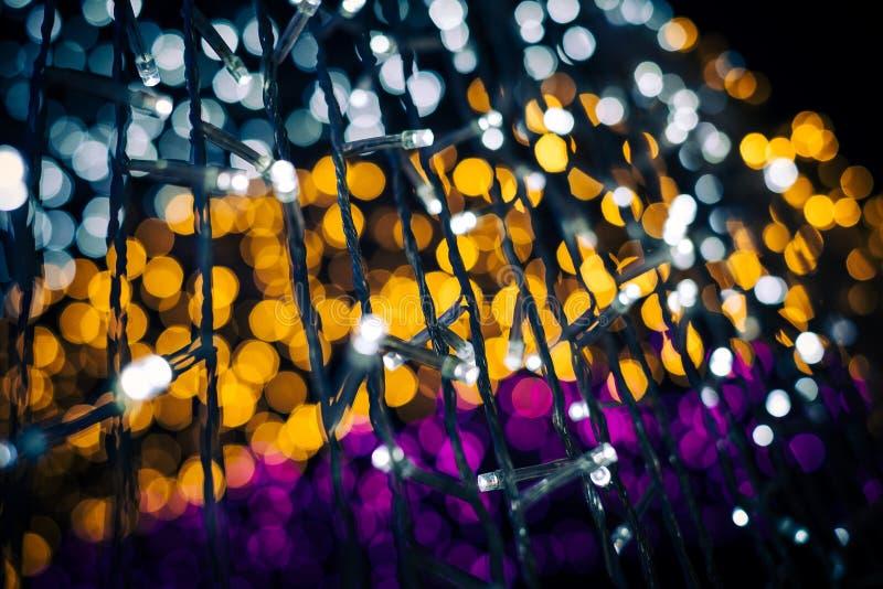 As luzes de Bokeh do verde amarelo e do rosa do fundo abstrato seririam para cada festival imagens de stock royalty free