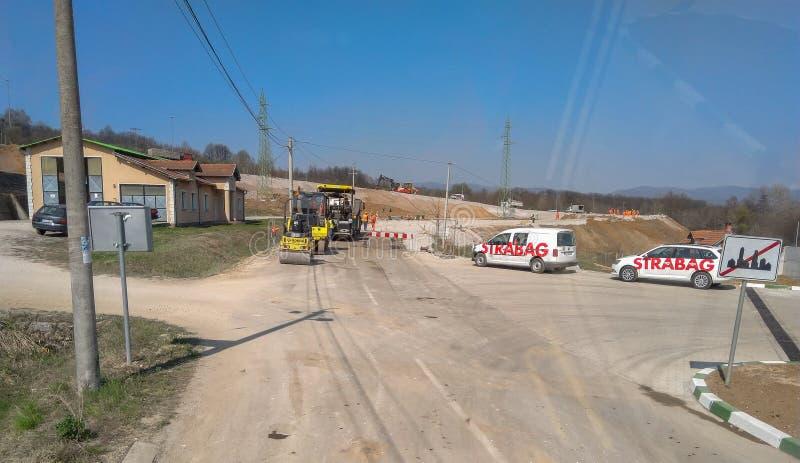 As máquinas do asfalto aprontam-se para trabalhar na estrada imagem de stock royalty free