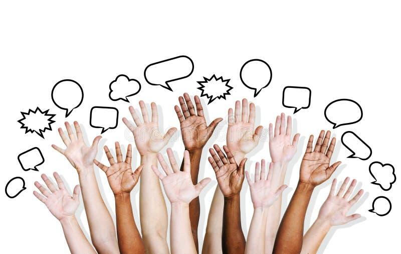As mãos do multi pessoa étnico levantadas com bolha do discurso fotografia de stock royalty free