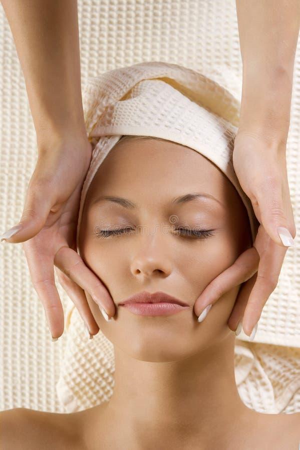 As mãos fazem massagens na face imagens de stock royalty free