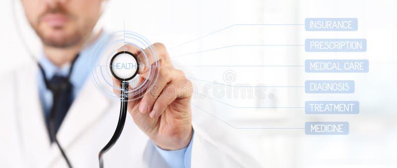 As mãos medicam com uns cuidados médicos do tela táctil do estetoscópio imagem de stock royalty free