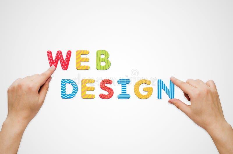 Download As Mãos Puseram O Design Web Das Palavras Com Letras Magnéticas Imagem de Stock - Imagem de whiteboard, branco: 65577695