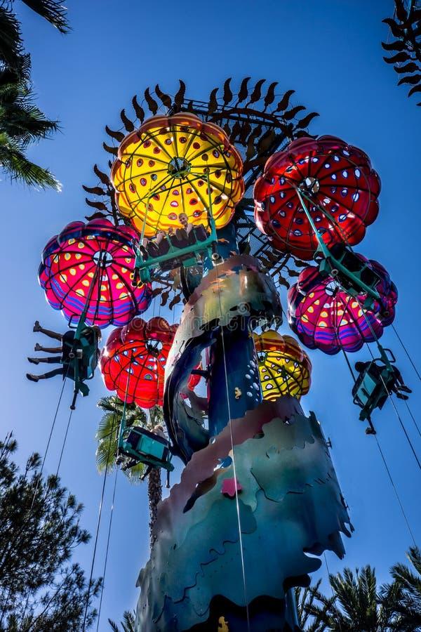 As medusa de salto saltam de paraquedas aventura Disney de Califórnia do passeio fotos de stock royalty free