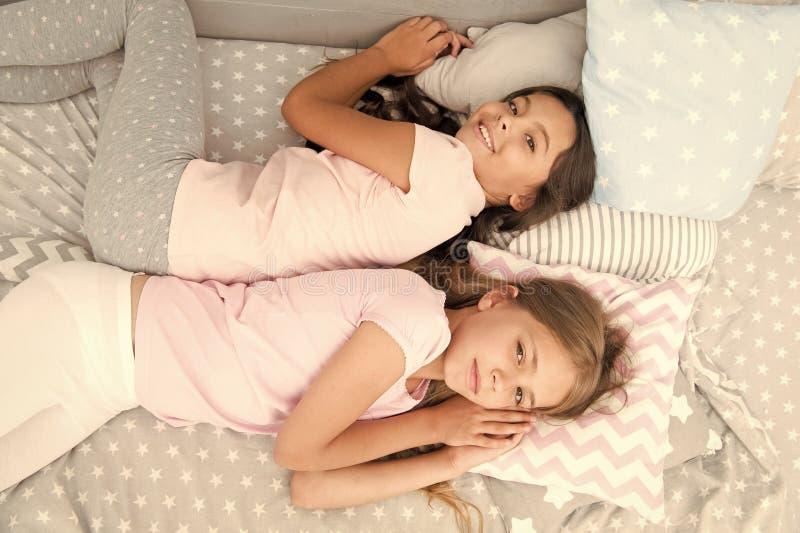 As meninas apenas querem ter o divertimento Convide o amigo para o sleepover Melhores amigos para sempre Considere o partido de d fotografia de stock royalty free