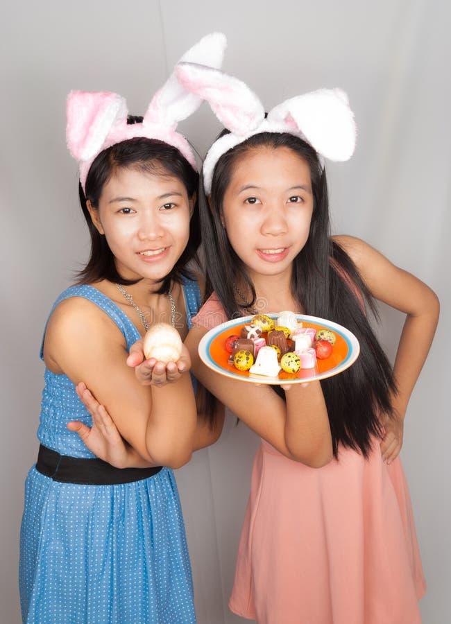 Meninas de coelho asiáticas bonitos imagem de stock