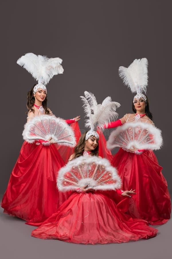 As meninas em vestidos de bola vermelhos dispararam fotografia de stock royalty free