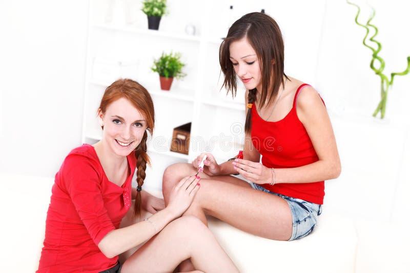 As meninas manicure fotos de stock