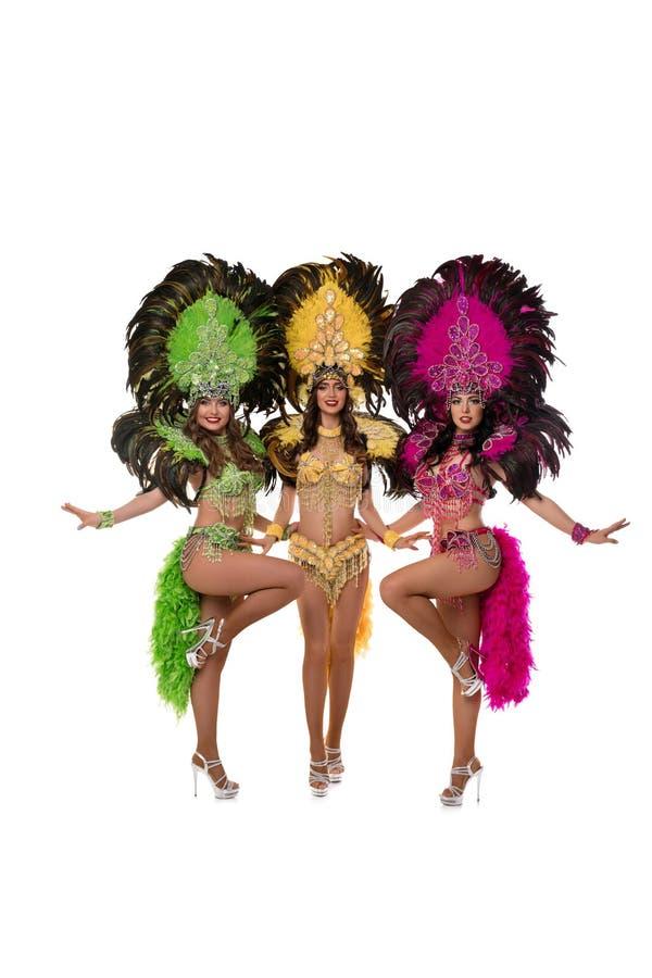 As meninas no carnaval de Brasil vestem o tiro isolado imagem de stock