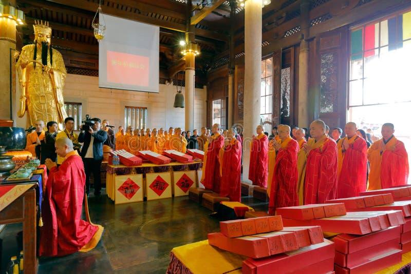 As monges do templo do nanputuo guardam atividades da bênção do ` s do ano novo
