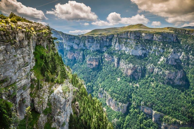 As montanhas de Pyrenees ajardinam - a garganta de Anisclo no verão Huesca, imagens de stock