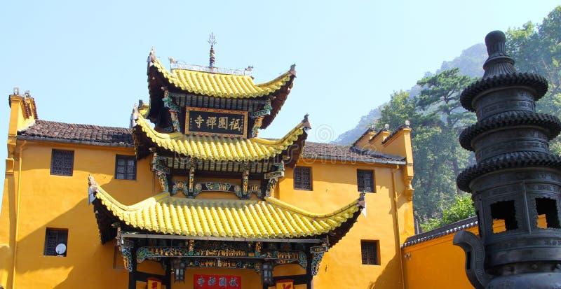 As montanhas famosas do budismo chinês jiuhuashan fotografia de stock