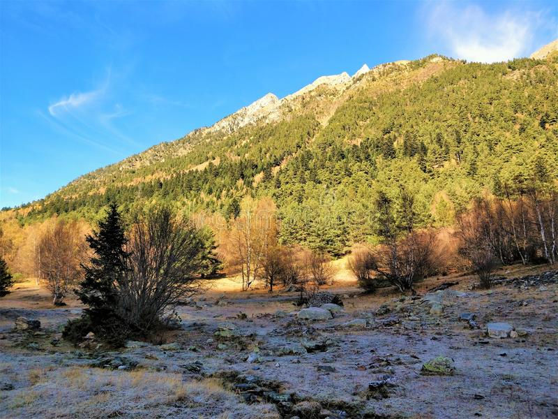 As montanhas observam a trilha imagem de stock