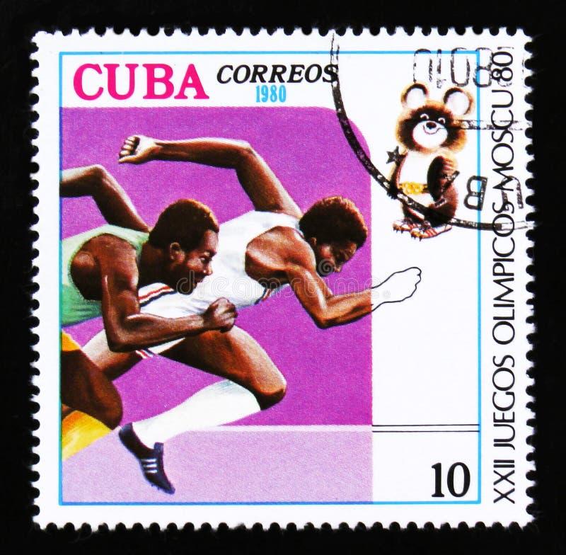 As mostras de Cuba correm os corredores, Jogos Olímpicos do verão em Moscou, cerca de 1980 imagens de stock royalty free
