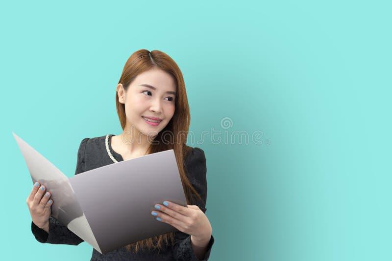 As mulheres de negócio asiáticas bonitas abrem o arquivo fotografia de stock royalty free