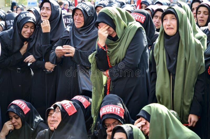 As mulheres de Shia Muslim lamentam durante cerimônias de Ashura foto de stock