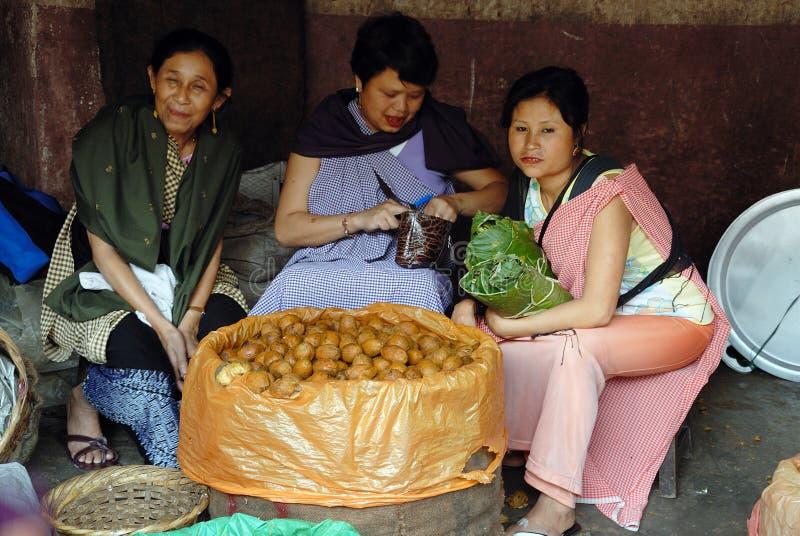 Download As Mulheres Introduzem No Mercado Em India Foto de Stock Editorial - Imagem de vestido, mulheres: 16855808