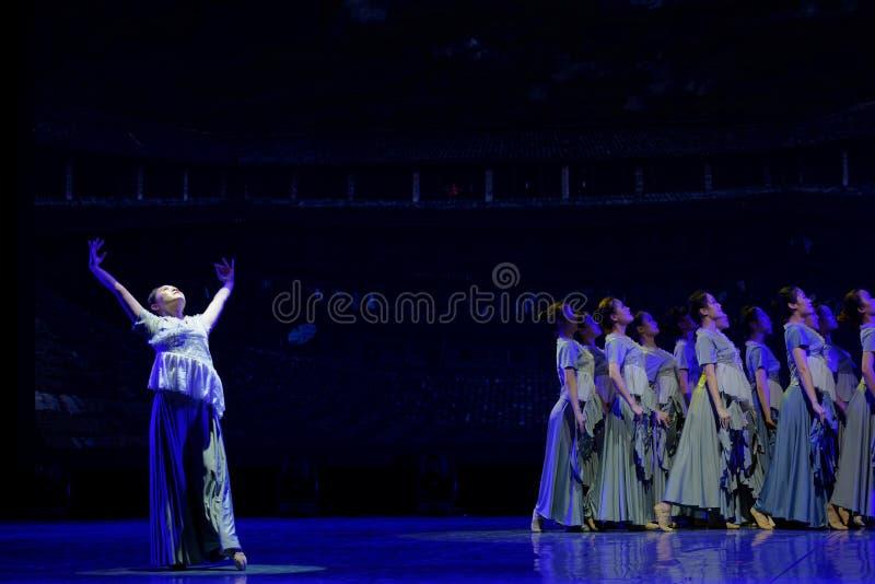 As mulheres no Hakka encerraram a dança popular popular da casa 1-Chinese imagem de stock