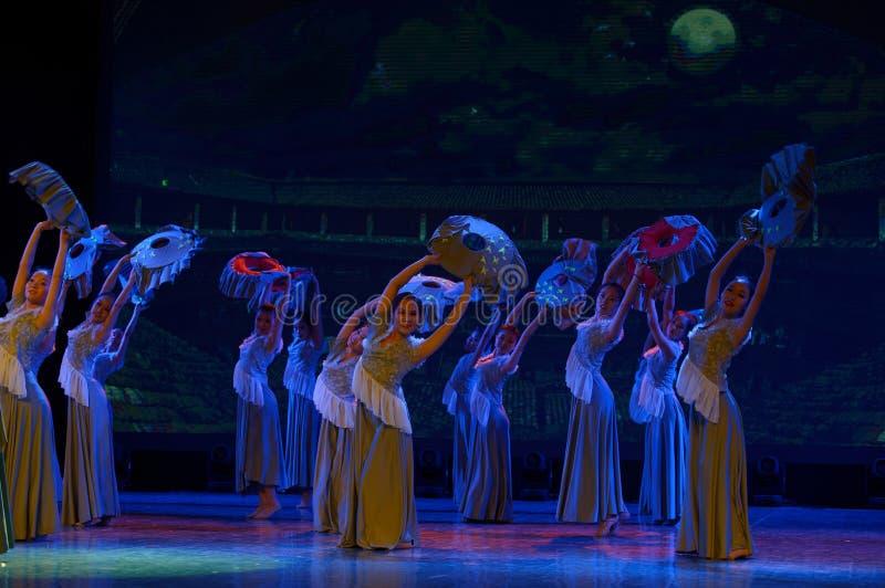 As mulheres no Hakka encerraram a dança popular popular da casa 3-Chinese fotografia de stock