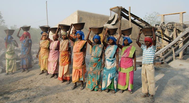 As mulheres trabalham em India foto de stock royalty free