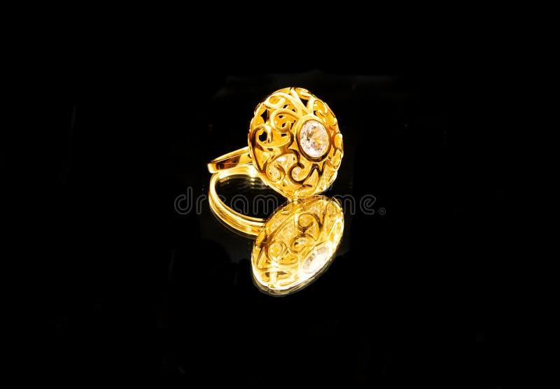 Download As Mulheres Turcas Orientais Antigas Bonitas Da Joia Do Ouro Soam Imagem de Stock - Imagem de decor, fundo: 107529615