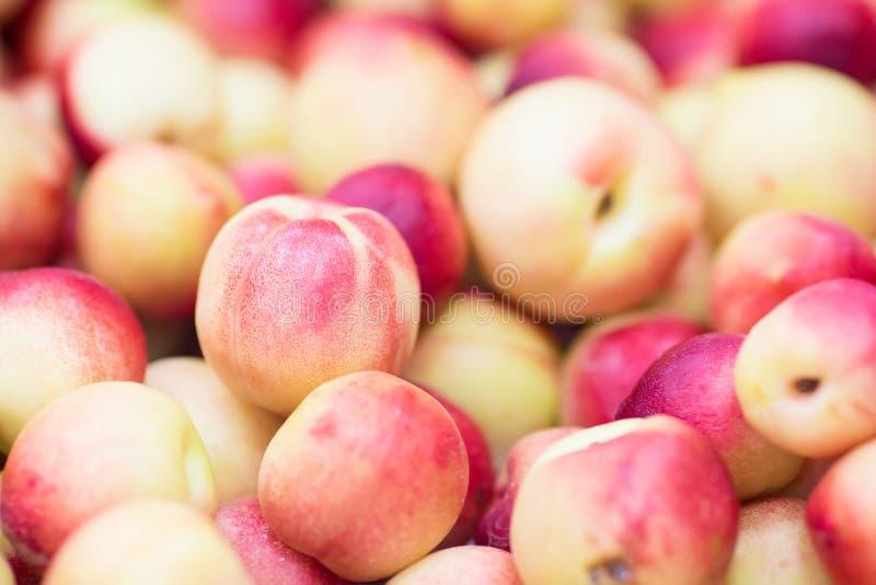 As nectarina dos pêssegos fecham-se acima como um fundo do fruto foto de stock