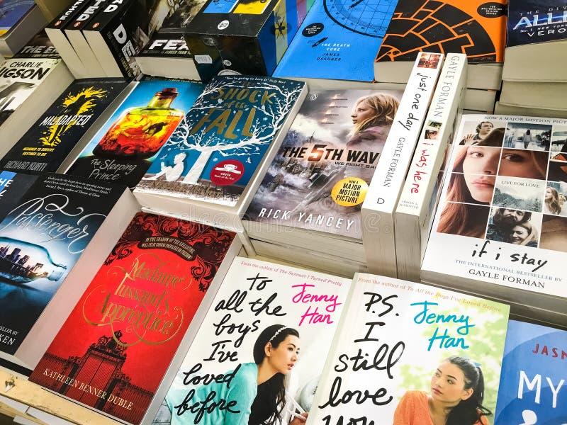 As novelas famosas inglesas as mais atrasadas para a venda em livrarias da biblioteca imagens de stock
