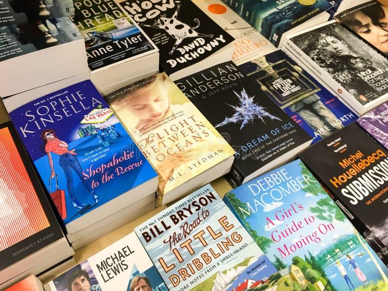 As novelas famosas inglesas as mais atrasadas para a venda em livrarias da biblioteca fotografia de stock