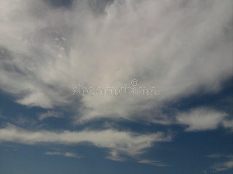 As nuvens e os céus fotografia de stock royalty free