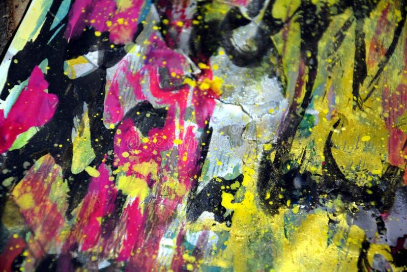 As ondas circulares do ouro preto roxo cinzento cor-de-rosa escuro espirram, cores cerosos vívidas coloridas, fundo criativo dos  fotografia de stock