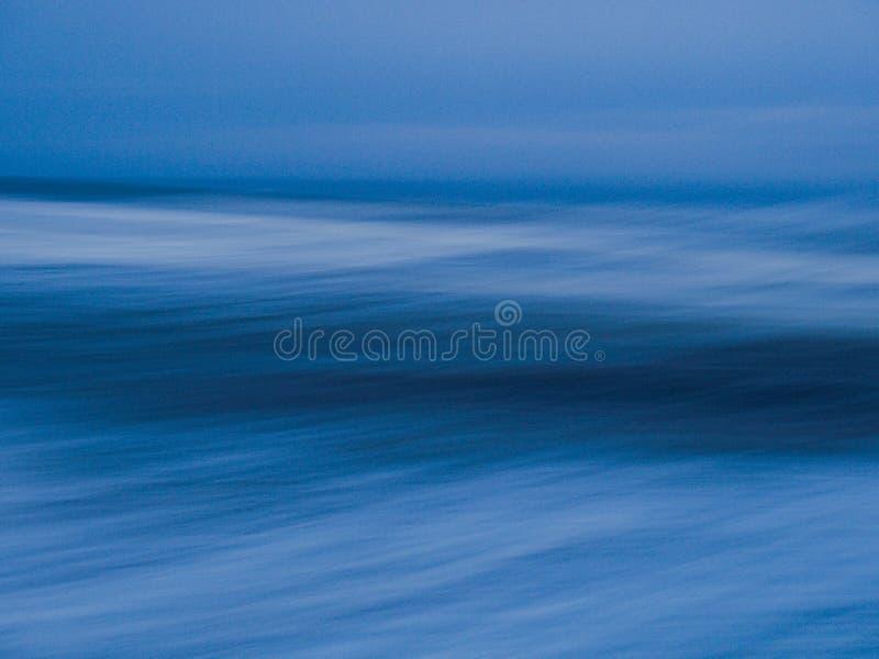 As ondas de oceano abstraem - o obturador longo imagem de stock