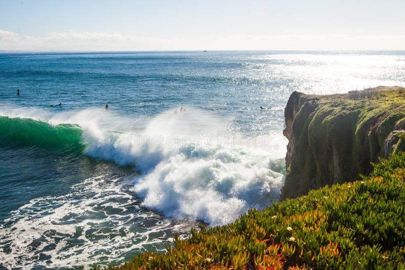 As ondas enormes mágicas na baía de Santa Barbara para fazer a isto um s fotos de stock royalty free