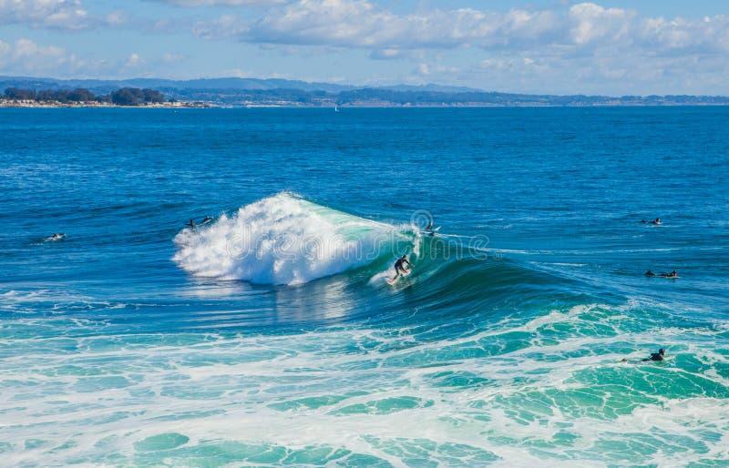 As ondas enormes mágicas na baía de Santa Cruz para fazer a isto uma ressaca imagens de stock royalty free