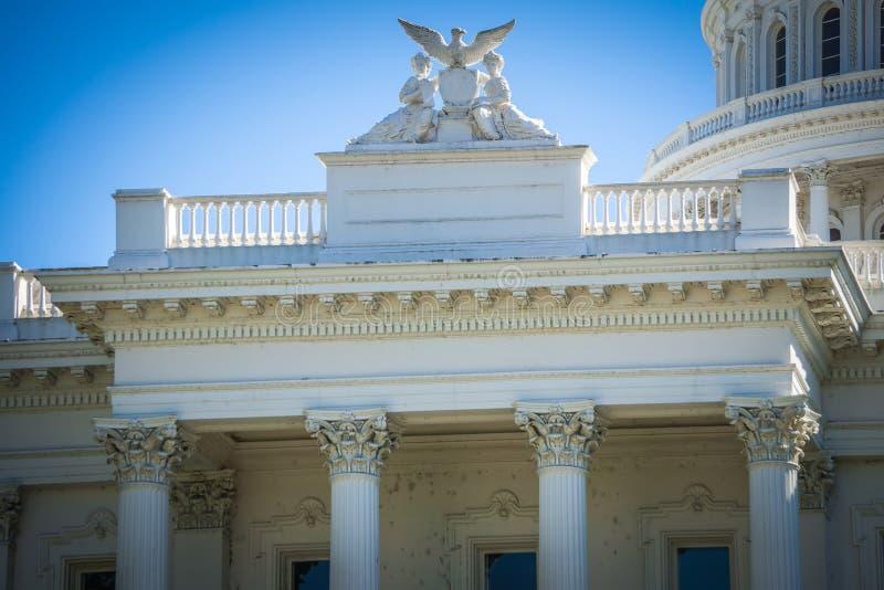 As opiniões da cidade em torno de Califórnia indicam a construção do capitol no sacramento imagens de stock royalty free