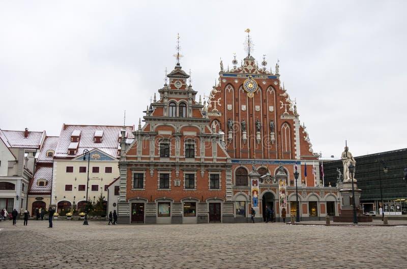 As pústulas abrigam no quadrado da câmara municipal, Riga fotografia de stock