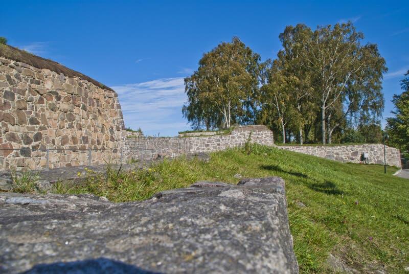 As paredes de pedra em fredriksten a fortaleza halden dentro imagens de stock