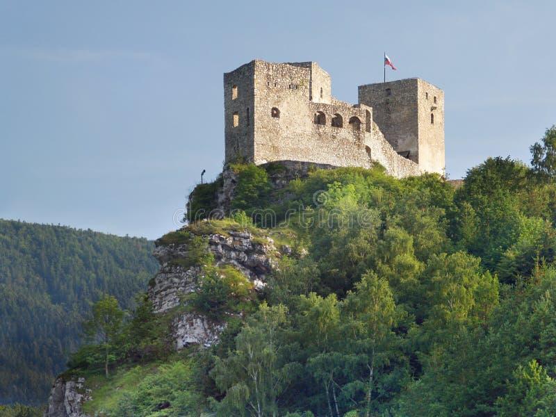 Ruínas do castelo de Strecno antes do pôr-do-sol imagens de stock